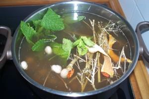 Caracoles con hierbabuena en caldo